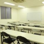 白を基調とした会議室で会議やセミナーに!(1-4-7)