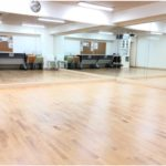 広瀬通【奥田ビル3階 レンタルスペースBEGIN】セミナー等20名様まで利用可能 プロジェクター・appleTV・Wi-Fi完備!2面鏡でダンス練習向け!
