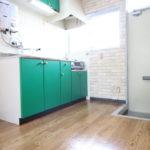 北山駅まで徒歩7分!白と緑どちらのキッチンがお好みですか?(山手ハイツⅢ202)