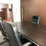 広瀬通【仙台協立第1ビル5階5-D貸会議室・応接室】5名様用 からだをサポートするソファタイプのハイチェアのある貸し会議室・応接室  面接や面談、WEB会議などに使いやすいスペースです